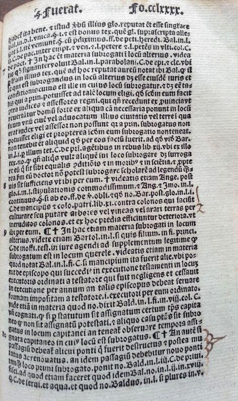 Texto jurídico sobre el parágrafo Fuerat: impreso en una sola columna, con caracteres góticos. Cabe destacar la cantidad de abreviaturas que presenta el texto