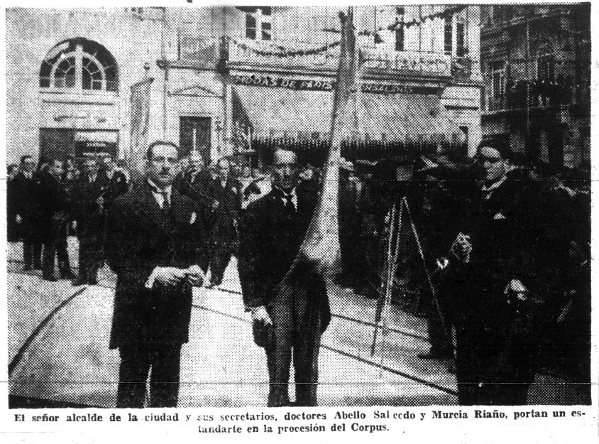 Murcia Riaño estaba en la procesión y luego arengando a los estudiantes.